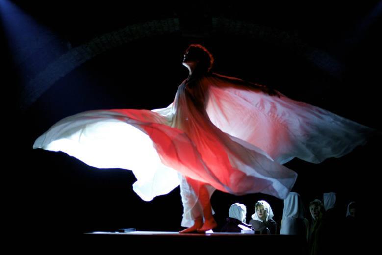 Танцовщица, La danseuse, 2016